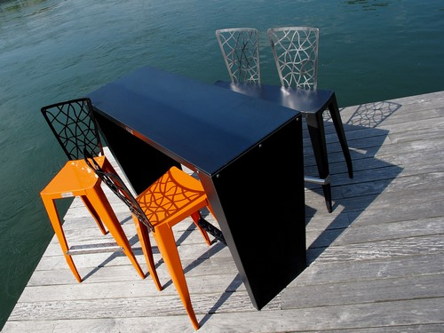 mange debout m tal gris orange table design. Black Bedroom Furniture Sets. Home Design Ideas