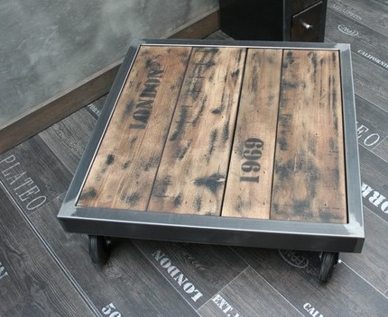 table basse industrielle - Table Basse Palette Roulettes