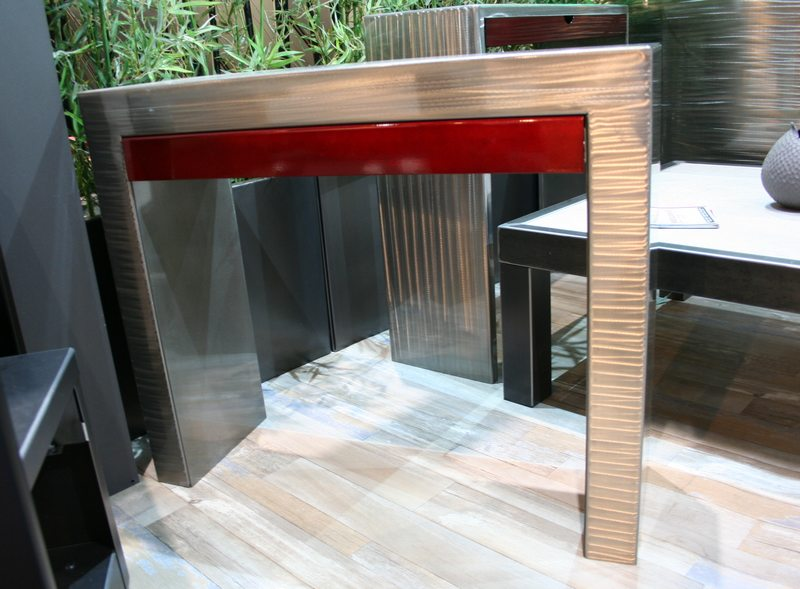 table-console-design-rouge
