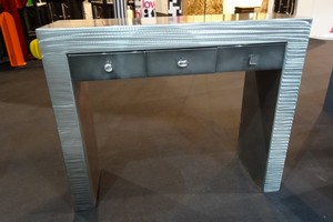 table-console-metal-design