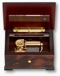 Lutèce Créations music box made of walnut wood with traditional 30 note musical mechanism - Item # for this Lutèce Créations music box : IM.30.00