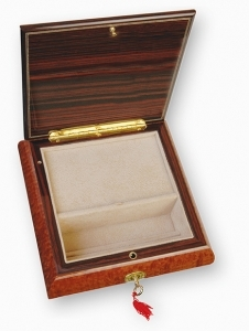 Lutèce Créations musical jewelry box made of wood with traditional 18 note musical mechanism - Item # for this Lutèce Créations musical jewelry box : LA.18.5100