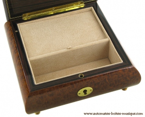 Lutèce Créations musical jewelry box made of wood with traditional 18 note musical mechanism - Item # for this Lutèce Créations musical jewelry box : AN.18.5100