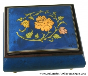 Lutèce Créations music box made of maple wood with flowers inlay and traditional 18 note musical mechanism - Item # for this Lutèce Créations music box : FL.18.4002