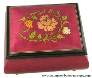 Lutèce Créations music box made of maple wood with flowers inlay and traditional 18 note musical mechanism - Item # for this Lutèce Créations music box : FL.18.4003