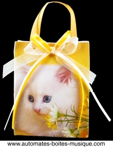 Musical bag music box with 18 note musical mechanism - Reference of the musical bag music box with cat: 17004-3