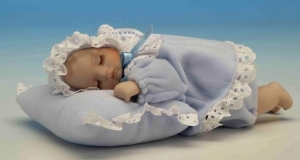 Musical newborn automaton made of porcelain with traditional 18-note musical mechanism - Item# for this musical automaton: 20225