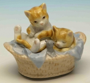 Musical automaton with cats made of porcelain with traditional 18 note musical mechanism - Item# for this musical automaton : 25092