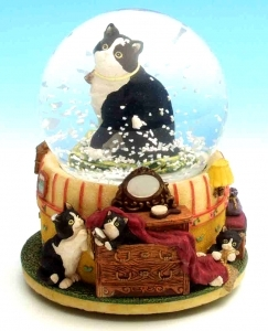 Musical snow globe made of polystone with traditional 18 note spring musical mechanism - Item # for this musical snow globe : 43612