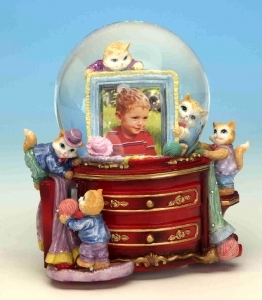 Musical Snow globe made of resin with traditional 18 note spring musical mechanism - Item # for this musical snow globe : 14099