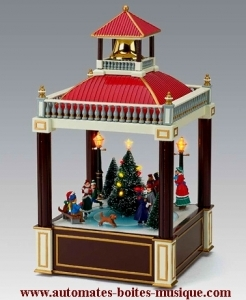 Christmas animated music box made of resin : beffroi animé with a Christmas tree and turning characters.