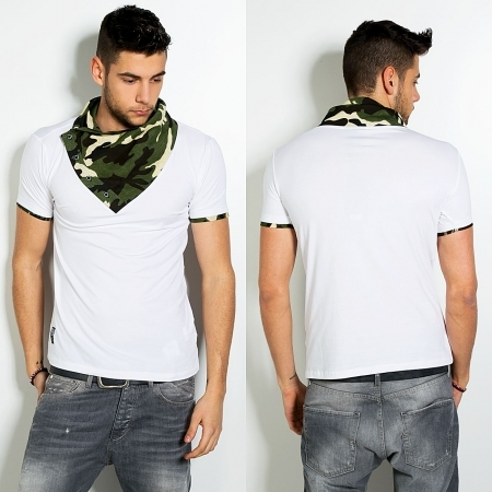 T-shirt blanc avec col camouflage