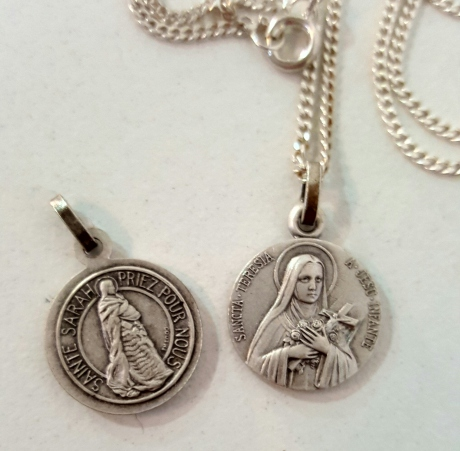 CHAINE ET PENDENTIF SAINTE THERESE