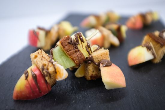 Plateau de 20 brochettes de fruits gourmandes