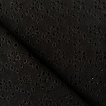 Broderie anglaise noire