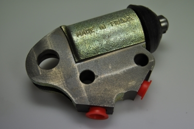 lower brake cylinder front left