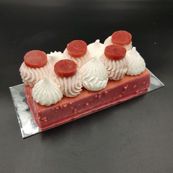 Entremet glacé fraise & fruits rouges