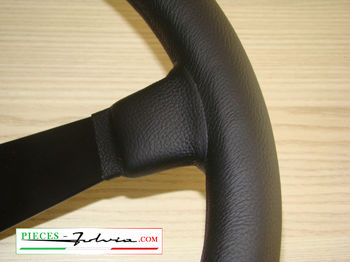 3-spoke competition steering wheel in leather with vertical reference