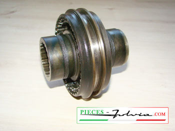 2nd/3rd speeds engaging sleeve on primary shaft  Lancia Fulvia 1300 series 2-3
