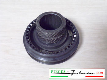 4th/5th speeds engaging sleeve on primary shaft  Lancia Fulvia 1300 series 2-3