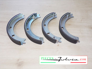 Hand brake shoes set Lancia Fulvia serie 2 and 3 coupe all models
