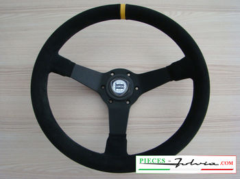3-spoke competition steering wheel in shearling with vertical reference