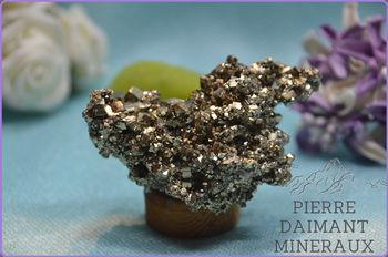 Pyrite, ensemble de cristaux, Bulgarie..