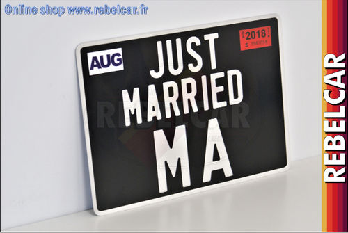 Plaque d'immatriculation JUST MARRIED carrée noire collection