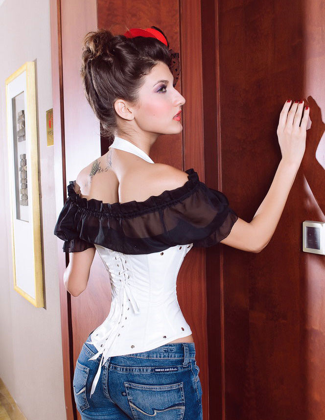 Corset Serre Taille simili cuir blanc et son string assorti