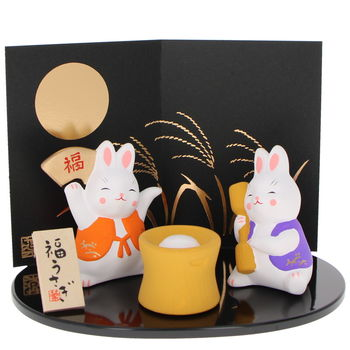 Diorama Rabbits preparing mochi