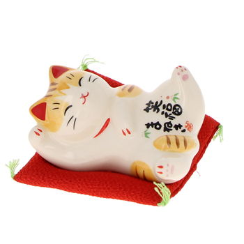 Maneki Neko sleeping