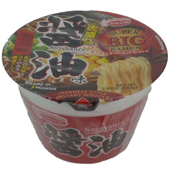 Japanese instant ramen with soy sauce soup 105g
