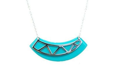 Collier Acier triangles courbes fond turquoise