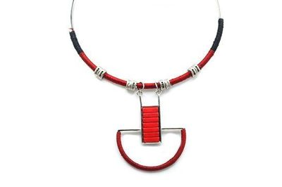 Collier pendule rouge agrenté