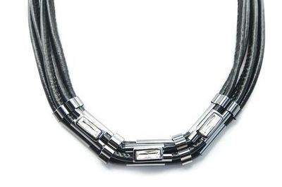 Collier pierres rectangles cordons noirs