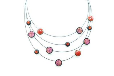 Collier IKITA cables noires perles rose rouges