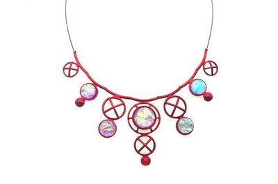 Collier IKITA anneaux croix rouges