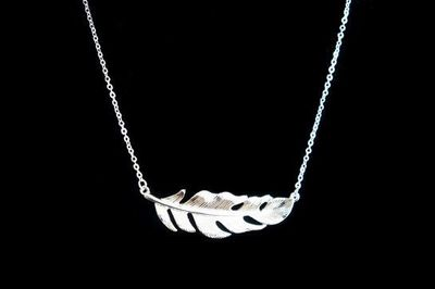 Collier IKITA feuille courbe argent