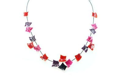 Collier IKITA carreaux courbes émail rose rouge