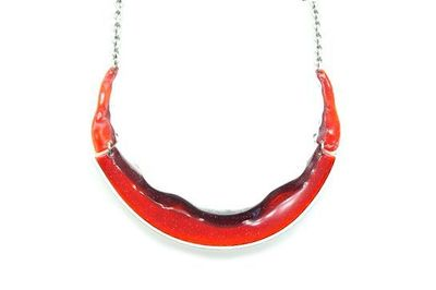 Collier IKITA grand arc émail rouge
