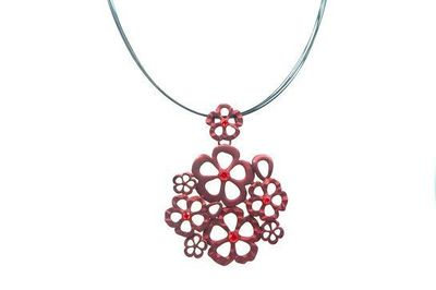 Collier IKITA fleurs pierres rouges cables