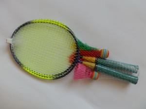 Set mini badminton (L 42 cm) 4 raquettes + 2 volants