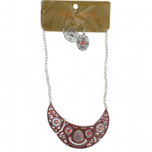 Assortiment collier plastron inspiration ethnique