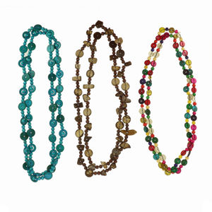 Assortiment collier long type sautoir en perles bois de cocotier