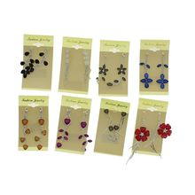 Assortiment boucles d'oreille pendante ornementé strass