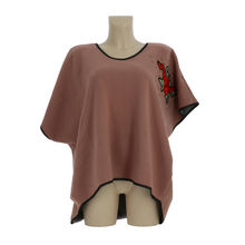 Pull large manche courtes rose avec broderie fleurie