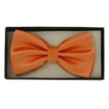 Noeud papillon orange avec la pochette assortie