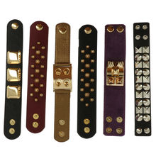 Assortiment bracelet large orné rivets en acier brillant