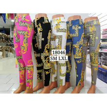 Assortiment legging embelli d'un motif fantaisie baroque
