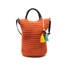 Sac cylindrique en papier tissé orange orné de glands